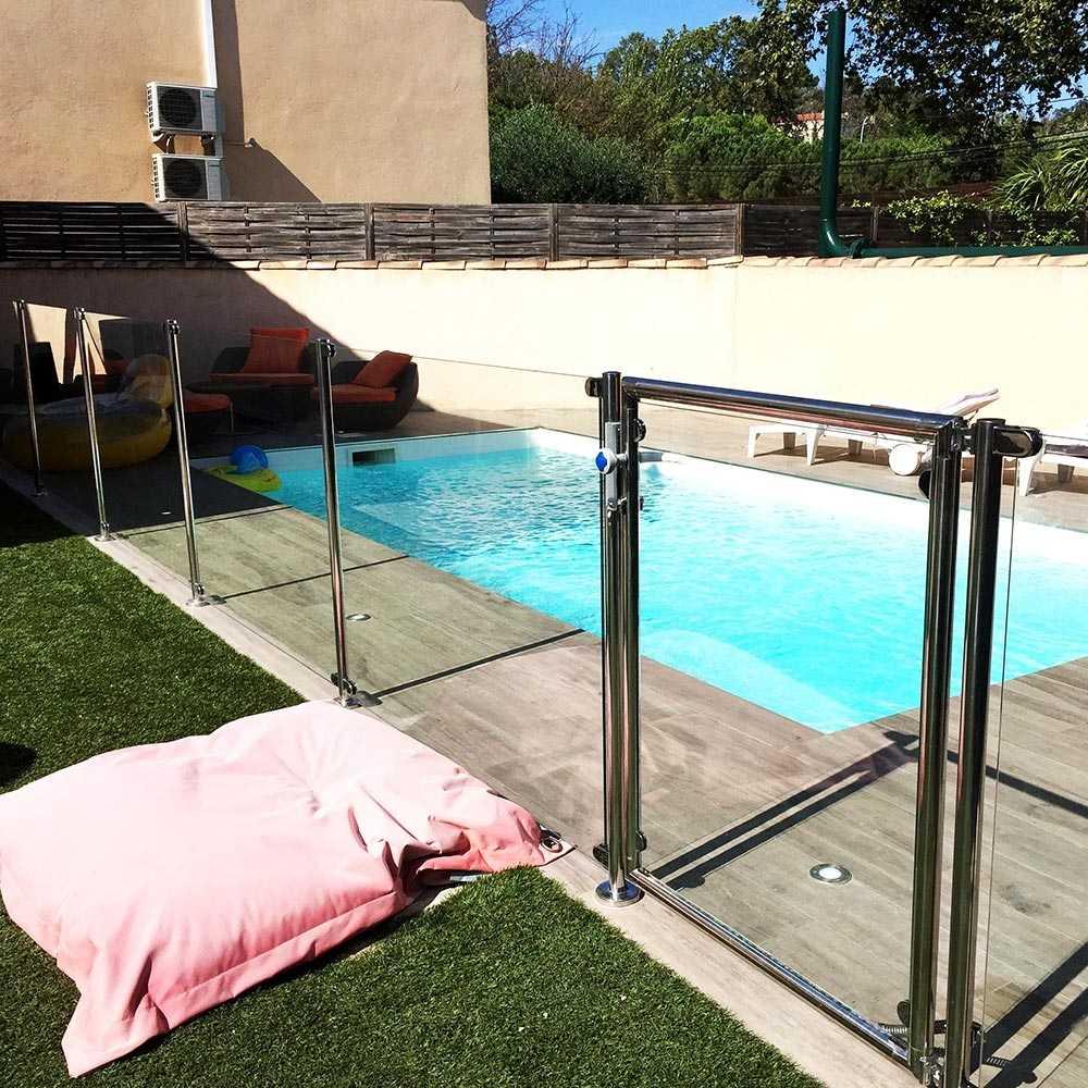 cl ture piscine inox et verre sans main courante. Black Bedroom Furniture Sets. Home Design Ideas