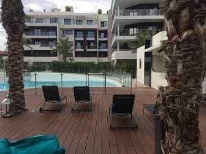 Clôture piscine en verre avec portillon en ERP