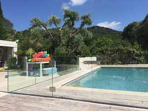 Portillon piscine tout en verre