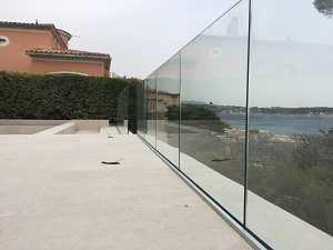 Rambarde tout en verre sur profilé installée à La Seyne-sur-mer près de Six-fours