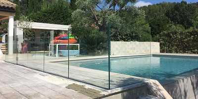 Clôture piscine en verre sans main courante