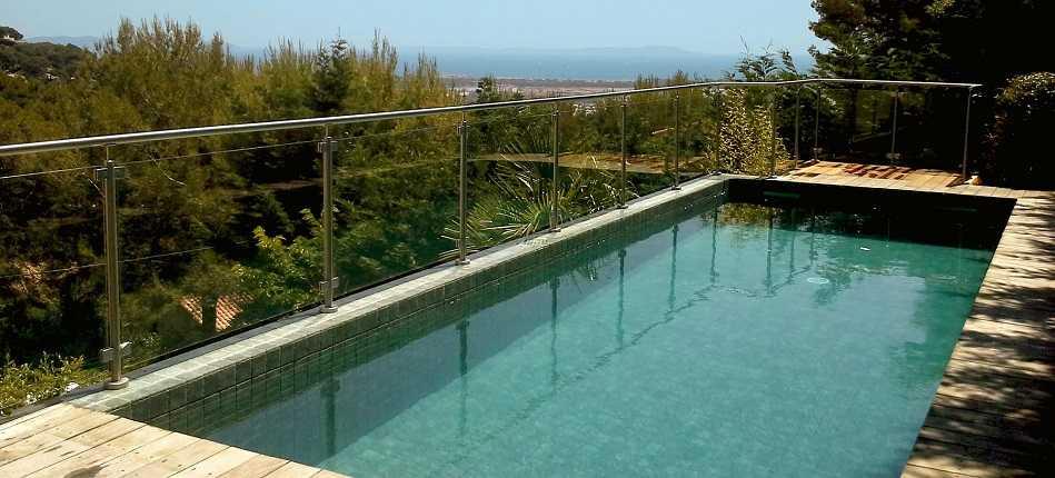 Barrière de piscine avec portillon