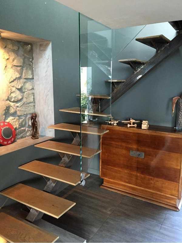 Garde-corps en verre en escalier