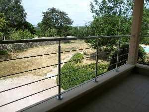 Rambarde à tubes inox sur une terrasse
