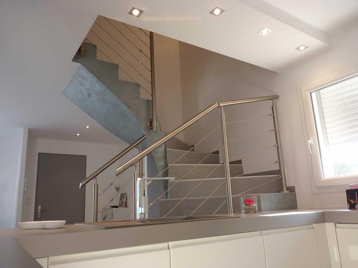 Garde corps escalier interieur design escalier droit lina for Escalier interieur design