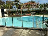 Clôture piscine en verre en ERP