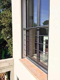 Garde-corps de fenêtre aux normes