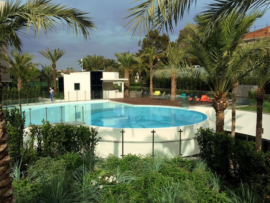 Clôture de piscine sans main courante