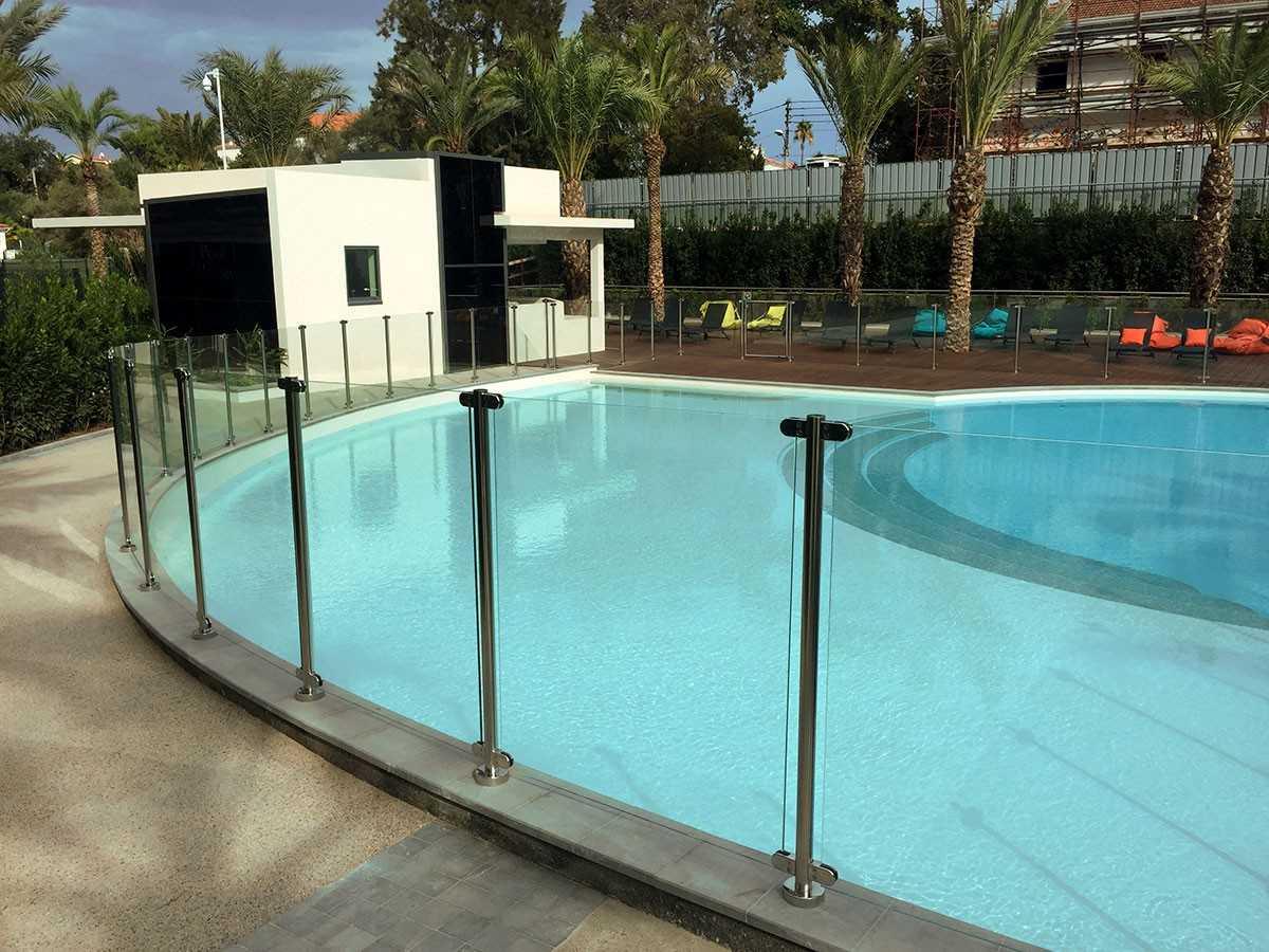 Cl ture de piscine design - Barriere piscine design ...